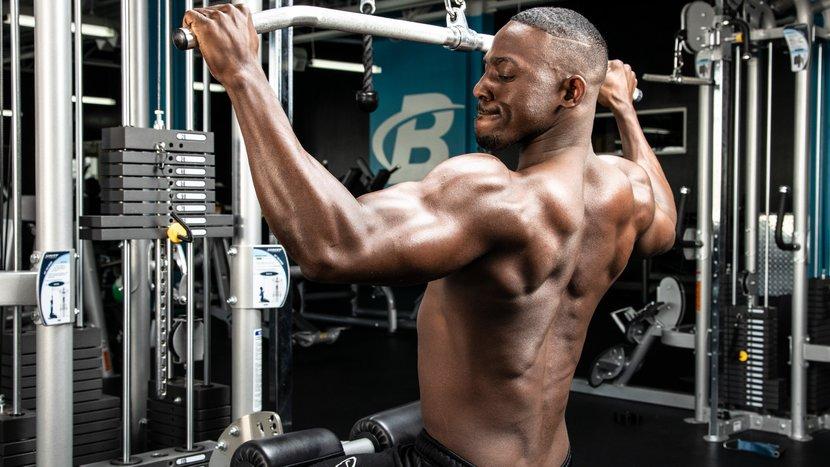 Тренировка мышцы спины в тренажерном зале